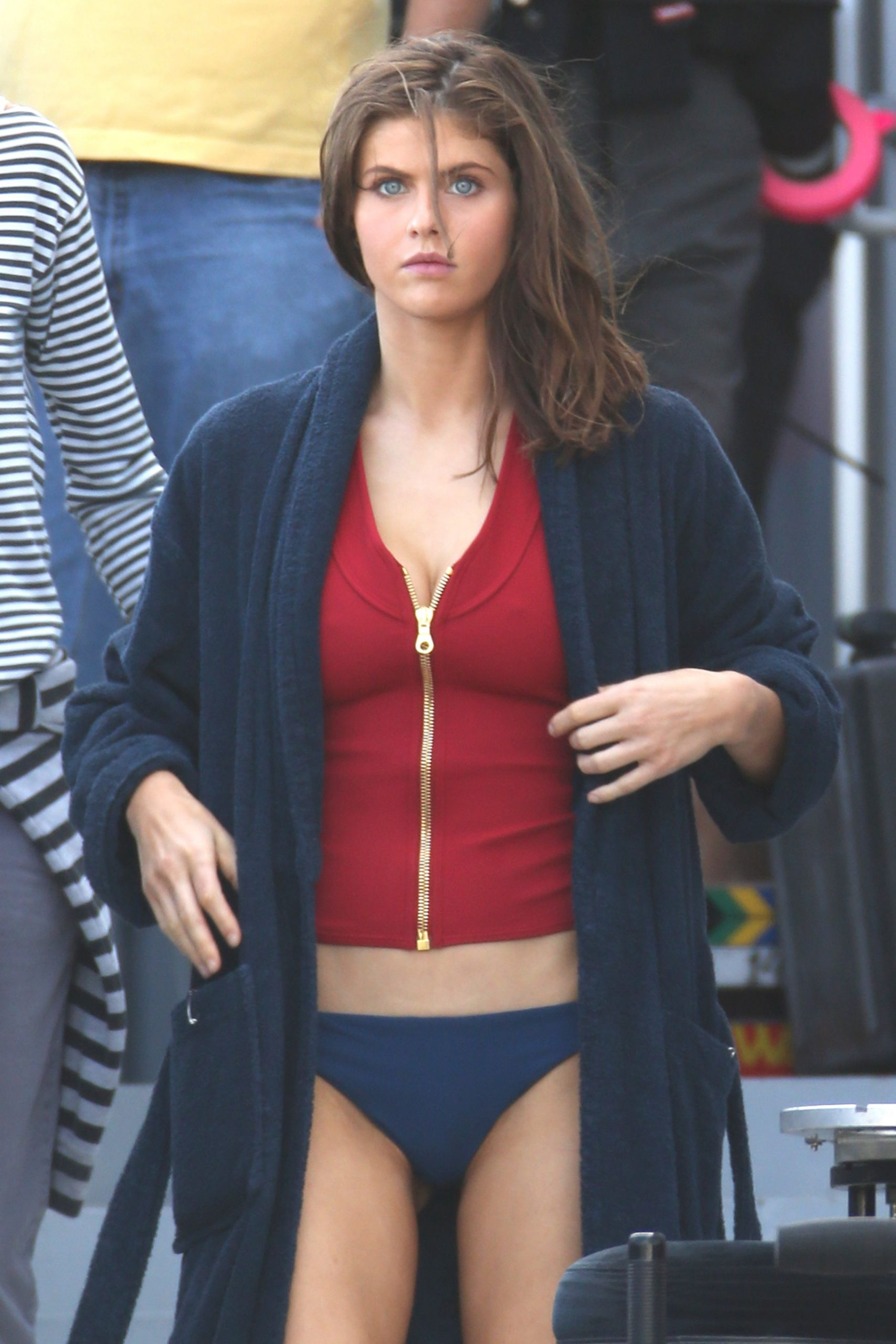 Pic Viral: Alexandra Daddario Spotted Kissing her New Boyfriend Openly