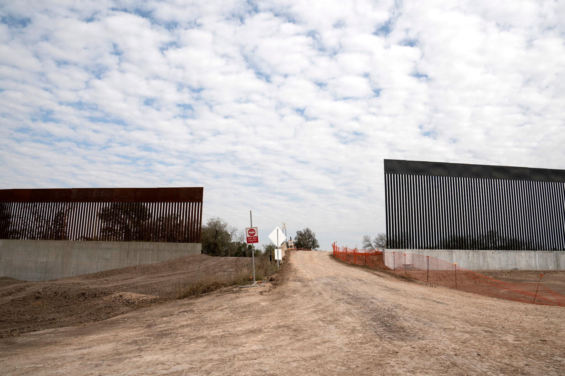 Gov. Greg Abbott Said Texas will build a border wall, People will get 5x money of Land!